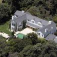 En 2007, le couple s'offre cette magnifique demeure de 835 mètres carrés située à Los Angeles. Salma Hayek va bientôt accoucher, il leur faut un nid bien douillet !