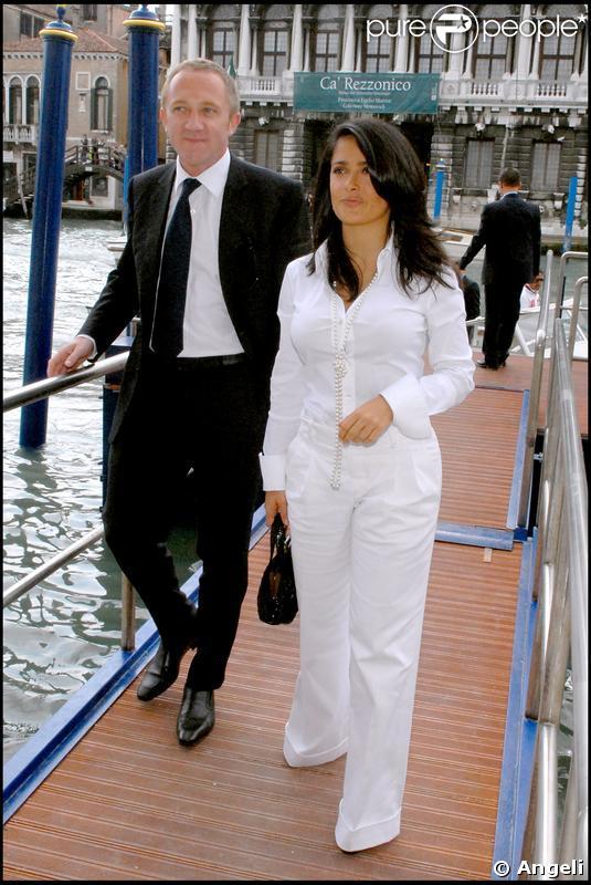 François-Henri Pinault vient accompagné de la sublime actrice Salma Hayek lors de l'ouverture de sa fondation d'art à Venise le 29 avril 2006.