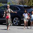 """Exclusif - Johnny Hallyday va déjeuner avec sa femme Laeticia, ses filles Jade et Joy et un ami au restaurant Scopa Italian Roots à Venice le 21 mai 2017."""