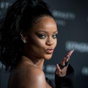EnjoyPhoenix stylée face à une Rihanna sensuelle