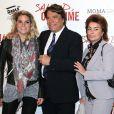 Bernard Tapie avec sa femme Dominique et sa fille Sophie lors de l'avant-première de 'Salaud on t'aime' à l'UGC Normandie sur les Champs-Elysées à Paris le 31 mars 2014.