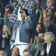 """Pascal Obispo et sa femme Julie Hantson, Pierre Ménès, Lenny Kravitz, Naomi Campbell, Robin Wright, Nasser Al-Khelaïfi assistent au match de Champions League """"PSG - Bayern Munich (3-0)"""" au Parc des Princes à Paris, le 27 septembre 2017. © Cyril Moreau/Bestimage"""