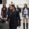 """Neymar Jr et Alessandra Ambrosio à l'issue du défilé de mode printemps-été 2018 """"Balmain"""" à l'Opéra Garnier à Paris. Le 28 septembre 2017."""