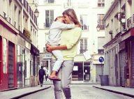 Alexandra Rosenfeld : Maman blagueuse et attendrie devant sa fille endormie