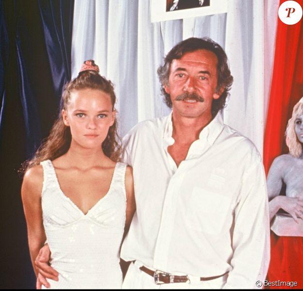 Vanessa Paradis et son père André à Saint-Tropez pour le mariage de Caroline et Eddie Barclay en juillet 1988.
