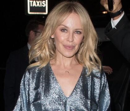 Kylie Minogue démasquée : La chanteuse retouchée pour son calendrier