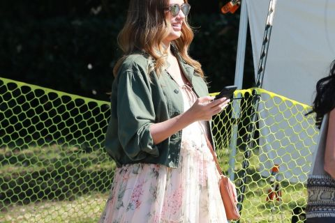 Jessica Alba enceinte : La future maman dévoile un ventre très arrondi