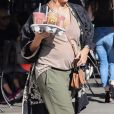 Exclusif - Jessica Alba, enceinte, se promène à West Hollywood le 7 octobre 2017.