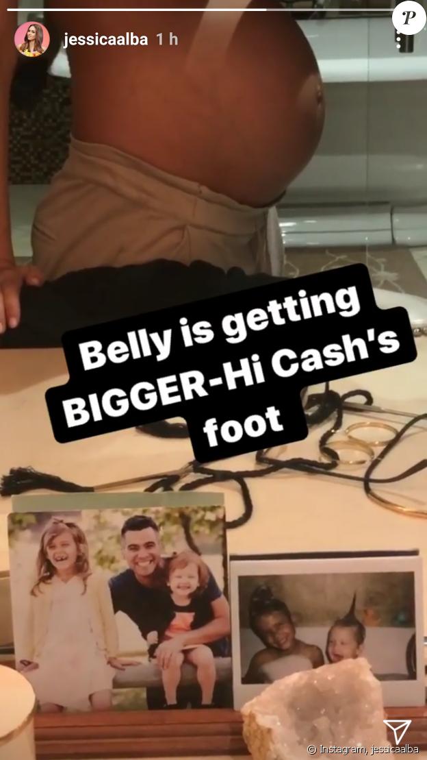 Jessica Alba dévoile son ventre rond sur Instagram le 10 octobre 2017.