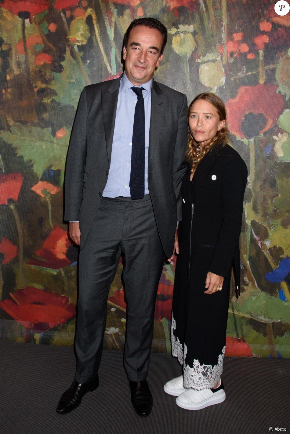 """Oliver Sarkozy et Mary-Kate Olsen - Vente aux enchères """"Take Home a Nude"""" organisée par la maison Sotherby's à New York, le 11 octobre 2017."""