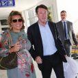 Christian Estrosi et sa femme Laura Tenoudji, enceinte, arrivent à l'aéroport de Nice à l'occasion du 70ème festival de Cannes le 17 mai 2017.
