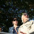 Hugues Aufray et sa compagne Muriel - Cérémonie du Ban des Vendanges du Clos-Montmartre à la Fête des Vendanges 2017 à Paris, le 14 octobre 2017 ©JLPPA/Bestimage