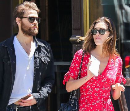 Paul Wesley et Phoebe Tonkin : Rien ne va plus pour les stars de Vampire Diaries