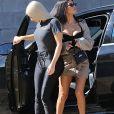 """Kim et Kourtney Kardashian partent à la recherche d'un sapin de Noël à la """"Christmas Ranch Tree Farm"""" de Thousand Oaks. Le 17 octobre 2017."""