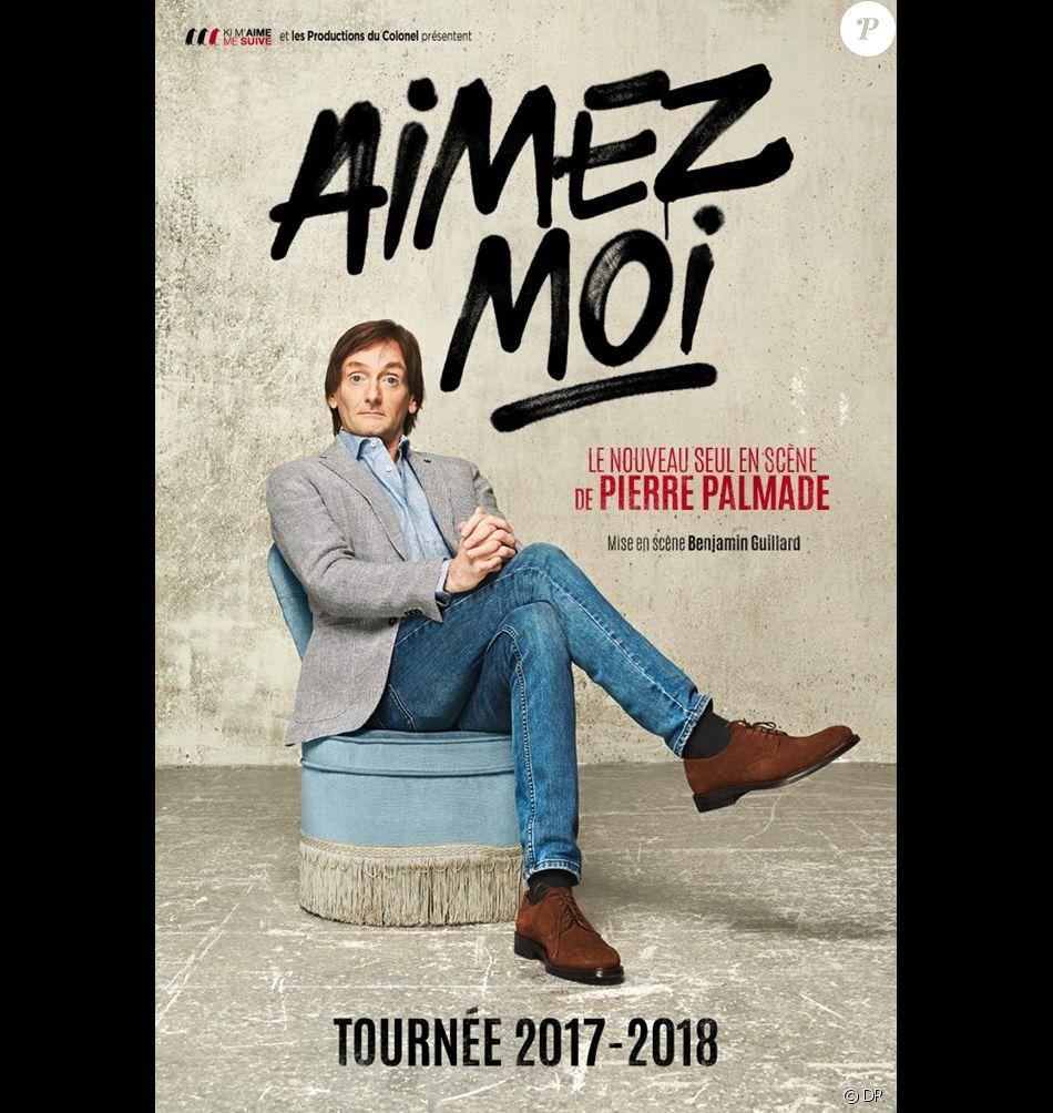 """Pierre Palmade en tournée dans toute la France avec le one-man show """"Aimez-moi"""". Il jouera du 5 au 31 décembre 2017 au Théâtre du Rond Point à Paris."""