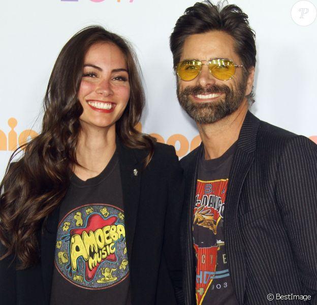 "John Stamos et sa compagne Caitlin McHugh - Soirée des ""Nickelodeon's 2017 Kids' Choice Awards"" à Los Angeles le 11 mars 2017."