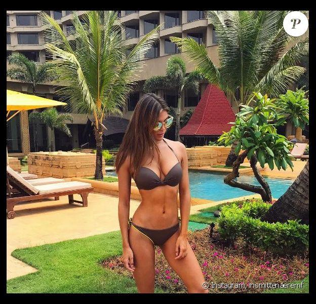 Iris Mittenaere divine en bikini, 23 octobre 2017, Instagram