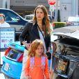 Jessica Alba enceinte fait du shopping avec sa fille Haven à Beverly Hills, le 14 octobre 2017 © CPA/Bestimage.