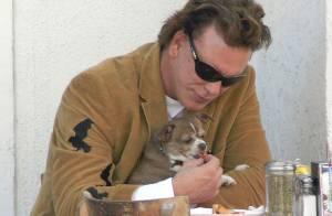 Mickey Rourke remplace déjà... son chien disparu !