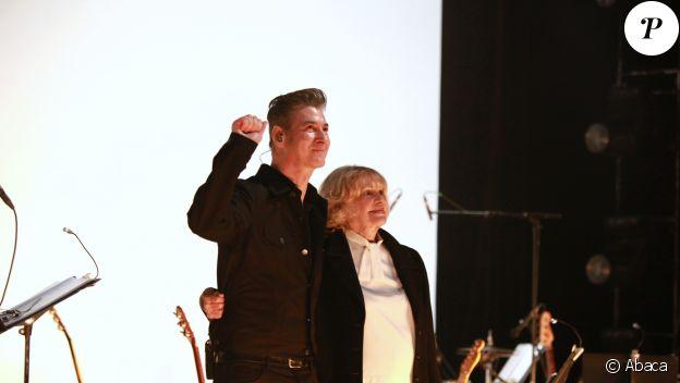 """Etienne Daho et Jeanne Moreau sur la scene du 104 avec """"Le condamné à mort', à Paris, le 18 novembre 2010."""