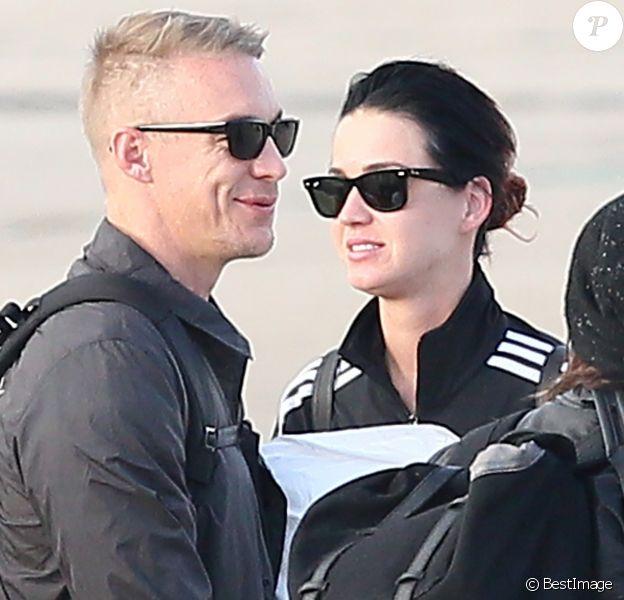 Exclusif - Katy Perry arrive avec son compagnon Dj Diplo (Wesley Pentz), ses amis et des membres de sa famille en jet privé à l'aéroport du Bourget le 26 octobre 2014, en provenance de Marrakech au Maroc ou elle à fêté son trentième anniversaire.