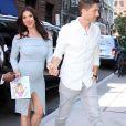 """Roselyn Sanchez (enceinte) arrive au AOL build pour la promotion de son livre """"Sebi and the Land of Cha Cha Cha"""" avec son mari Eric Winter à New York City, New York, Etats-Unis, le 30 août 2017."""