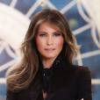 """""""Portrait officiel de Melania Trump, épouse du président Donald Trump et première dame des États-Unis."""""""