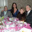 Kirk Douglas, Catherine Zeta-Jones, Anne Buydens, la femme de Kirk Douglas et Michael Douglas lors de la soirée 7th Annual Legacy of Vision Gala à Los Angeles le 9 novembre 2017.