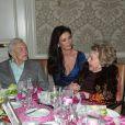 Kirk Douglas avec sa belle-fille Catherine Zeta-Jones et sa femme Anne Douglas à la 7ème soirée annuelle Legacy Vision à l'hôtel Four Season à Beverly Hills, le 9 novembre 2017