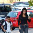 Georgina Rodriguez, enceinte, et Cristiano Ronaldo Jr dans la rue à Madrid le 6 septembre 2017.