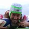 Julien Doré s'est amusé de la ressemblance existant entre le rugbyman Gabriel Lacroix et lui, après la participation de l'ailier du Stade Rochelais à un match contre la Nouvelle-Zélande, le 14 novembre 2017.
