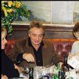 Exclusif - Michel Sardou fête son anniversaire au restaurant Positano, à Paris, en compagnie de Laeticia et Johnny Hallyday, le 29 septembre 2001.