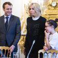 Le Président de la République Emmanuel Macron et sa femme Brigitte Macron (Trogneux) accueillent les enfants de l'UNICEF pour la Journée Internationale des Droits de l'Enfant au Palais de l'Elysée à Paris, le 20 novembre 2017. © Eliot Blondet/Pool/Bestimage