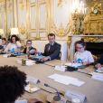 Le Président de la République Emmanuel Macron reçoit les enfants de l'UNICEF pour la Journée Internationale des Droits de l'Enfant au Palais de l'Elysée à Paris, le 20 novembre 2017. © Eliot Blondet/Pool/Bestimage