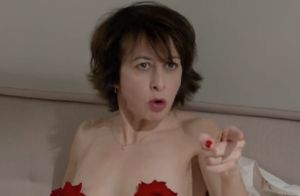 Valérie Bonneton ose tout et se dévoile nue dans Garde alternée