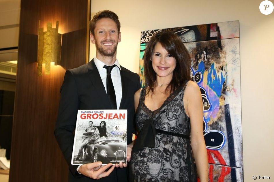"""Romain Grosjean et son épouse Marion Jollès-Grosjean (enceinte) posent pour la promotion de leur livre de recettes de cuisine """" Cuisine et Confidences"""",  disponible en anglais."""