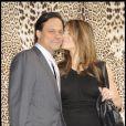 Liz Hurley et son mari Arun Nayar très amoureux à Milan le week-end du 1er mars