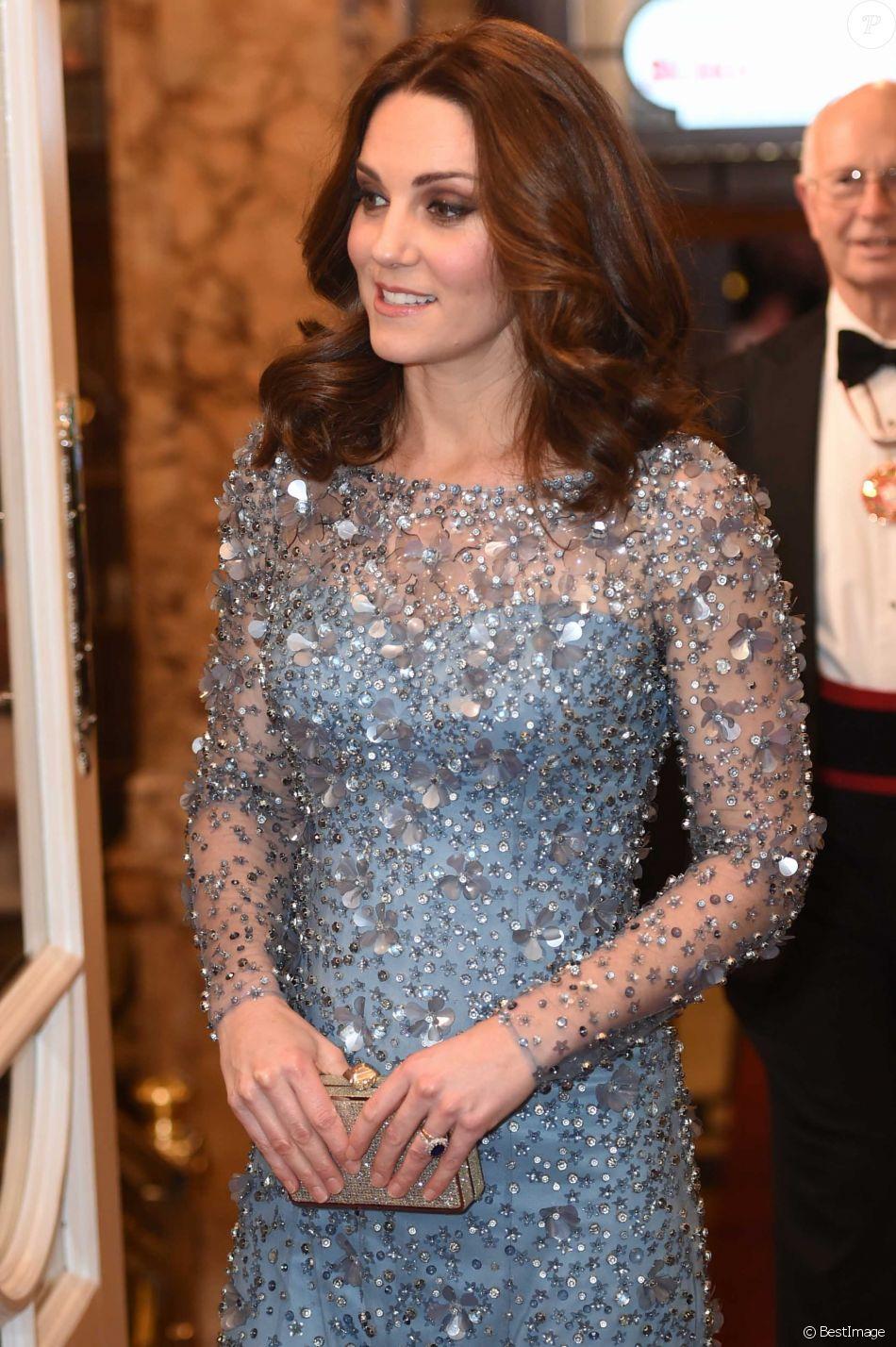"""Le prince William, duc de Cambridge, et Kate Catherine Middleton (enceinte), duchesse de Cambridge assistent au spectacle """"Royal Variety Performance"""" au théâtre Palladium de Londres le 24 novembre 2017."""