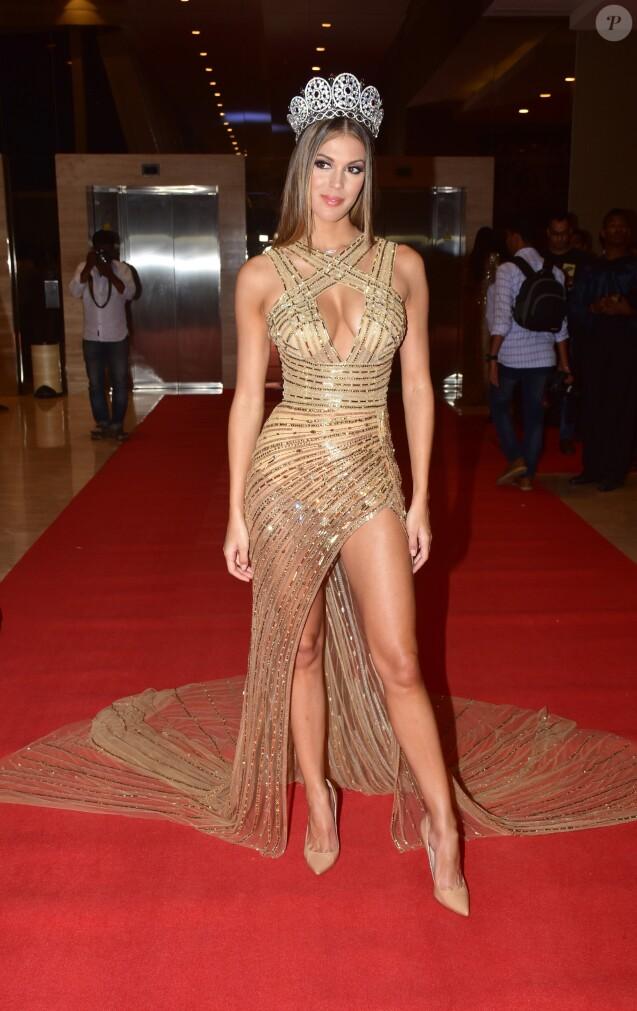 """Iris Mittenaere, Miss Univers 2016, Miss France 2016 à la réception """"Miss Diva 2017"""" à Bombay, Inde le 11 octobre 2017."""