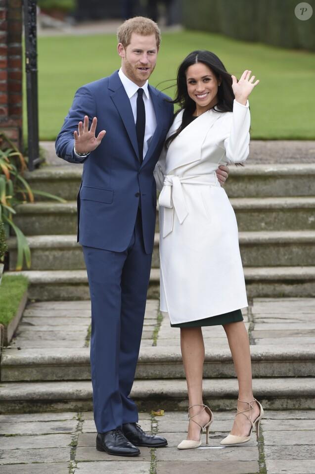 Le prince Harry et Meghan Markle dans les jardins de Kensington Palace après l'annonce de leurs fiançailles le 27 novembre 2017.