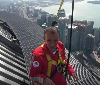 Elie Semoun : Suspendu dans le vide, sensations fortes à Toronto !