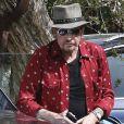 """""""Johnny Hallyday arrive avec sa chienne Cheyenne pour aller déjeuner avec ses amis, P. Rambaldi et le musicien J.C. Sindres au restaurant Nobu dans le quartier de Malibu à Los Angeles, le 2 avril 2017."""""""