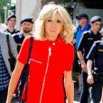 """""""Brigitte Macron (Trogneux) (robe Nicolas Ghesquière pour Louis Vuitton) rejoint son hôtel, le Sheraton, à son arrivée à Salzbourg avec Eveline Steinberger, la femme du chancelier d'Autriche le 23 août 2017."""""""