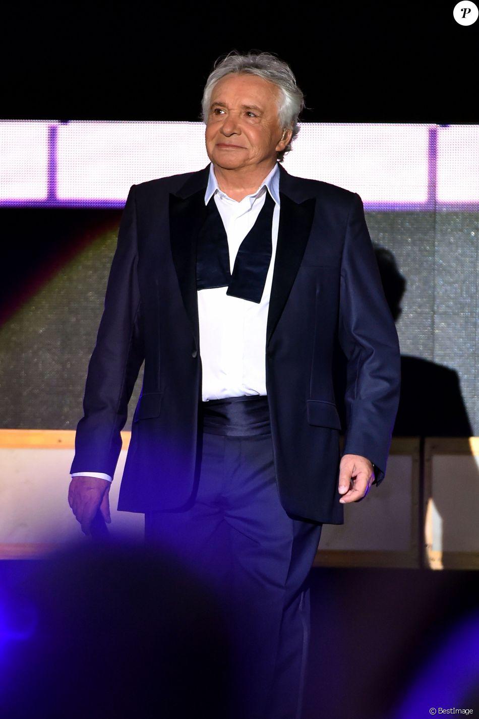 """Exclusif - Michel Sardou aux Arènes de Nîmes pour le second concert de sa dernière tournée """"La Dernière Danse"""" le 7 juillet 2017. © Bruno Bebert / Bestimage"""