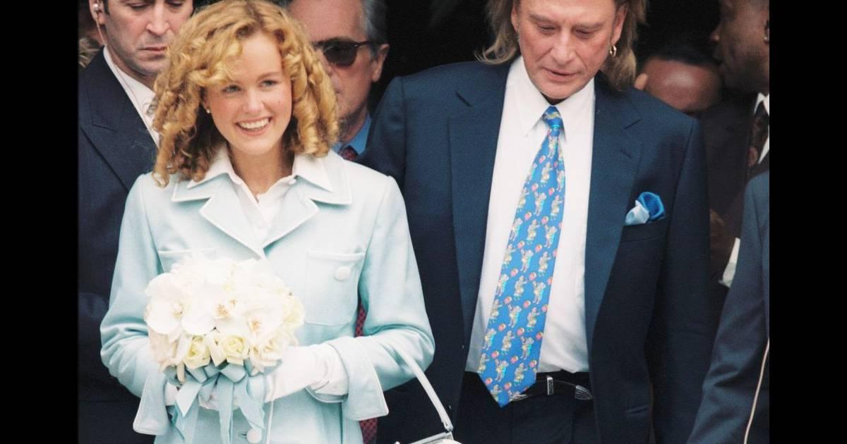 mariage de laeticia et johnny hallyday la mairie de neuilly le 25 mars 1996 purepeople. Black Bedroom Furniture Sets. Home Design Ideas