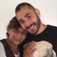 Karim Benzema pose avec sa maman sur Instagram.