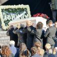 Devant l'église de la Madeleine pour les obsèques de Johnny Hallyday à Paris, France, le 9 décembre 2017. © Veeren/Bestimage