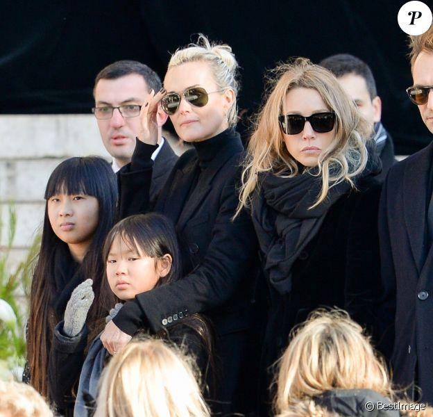 David Hallyday, Laura Smet, Laeticia Hallyday, ses filles Jade et Joy devant l'église de la Madeleine pour les obsèques de Johnny Hallyday à Paris, France, le 9 décembre 2017. © Veeren/Bestimage