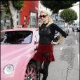 Paris Hilton et sa Bentley Continental GT Rose à Los Angeles le 22/12/2008