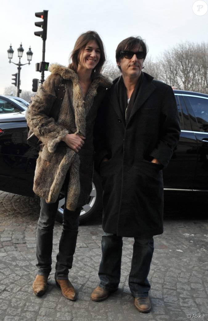 Charlotte gainsbourg et son mari yvan attal se sont rendus au d fil balenciaga le 5 mars 2009 - Charlotte de turckheim et son mari ...